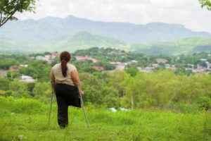Dorisel Martínez Urbina,de 41 años, tenía 13 años cuando recibió el impacto del proyectil que le arrancó de un tajo su pierna derecha. Foto La Prensa / Yader Flores