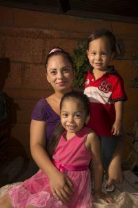 Belkis Dávila López y sus hijos.  Foto Uriel Molina LA PRENSA.