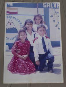 Saraliz González Mena, profesora de primaria de 36 anos, víctima de su cónyuge el expolicia José Steven Vilchez. La asesinó en las afueras del colegio Cristo Rey. Foto: Jader Flores/LA PRENSA