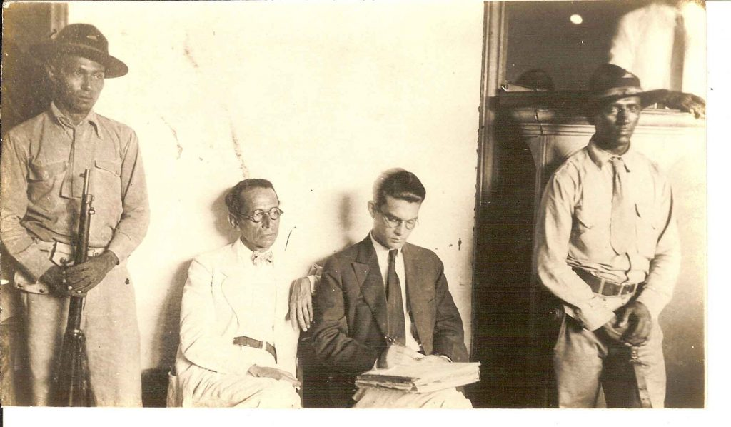 Oliverio Castañeda (a la derecha) durante su proceso judicial, en 1933.