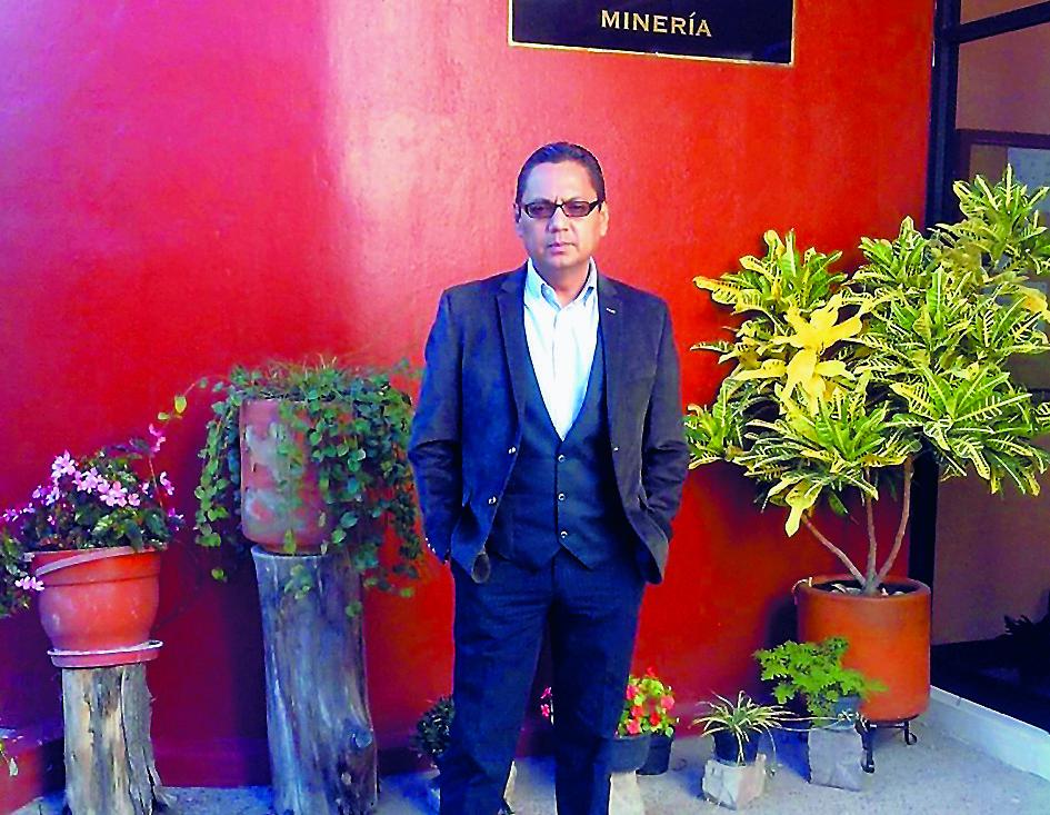 """El ingeniero Juan Manuel Espinoza Cuadra, hijo del """"Poeta Carpintero"""", vive en México y tiene 49 años de edad. En los años ochenta, después de la ejecución de su padre, tuvo que hacer el Servicio Militar Patriótico."""