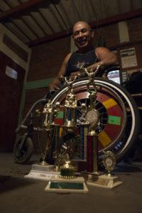 Lucas Saenz, discapacitados por guerra, en su taller de sillas del Ba Bolonia .Foto Uriel Molina/LAPRENSA