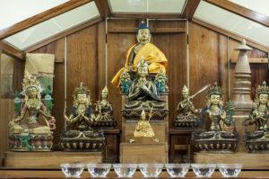 Detalle del altar del centro budista.
