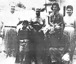 Esta es una de las fotos que de ella conservan en Niquinohomo. Bertha, es la segunda de izquierda a derecha en la imagen.