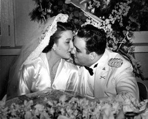 Anastasio Somoza Debayle en su boda con Hope Portocarrero.