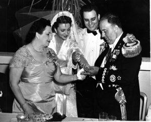 Salvadora Debayle y Anastasio Somoza García en el matrimonio de su hijo Anastasio con Hope. Foto: Cortesía IHNCA-UCA.
