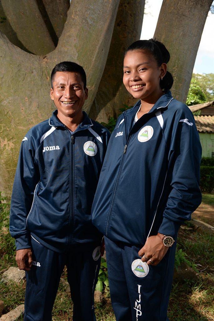 Ana Dixon y Félix Bucardo, participaron en I Juegos Mundiales Indegenas en Brasil, Posan en IND.Foto Uriel Molina/LA PRENSA