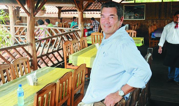 Cid Largaespada , presentador de noticia del canal 12 , posa en su Rest; La Finca.Uriel Molina/LA PRENSA