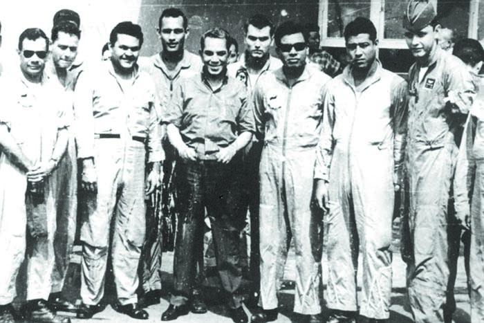 Mario Moreno con pilotos de la FAN