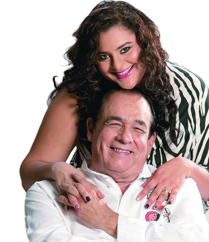 Carlos Mejia Godoy y esposa posando. Uriel Molina / LA PRENSA
