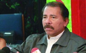 Reunión de los medios independientes asociados con el presidente electo Daniel Ortega en la secretaria de el FSLN para hablar sobre la libertad de prensa durante su proximo periodo de gobierno. 25 noviembre 2006, Managua, Foto La Prensa, Diana Nivia