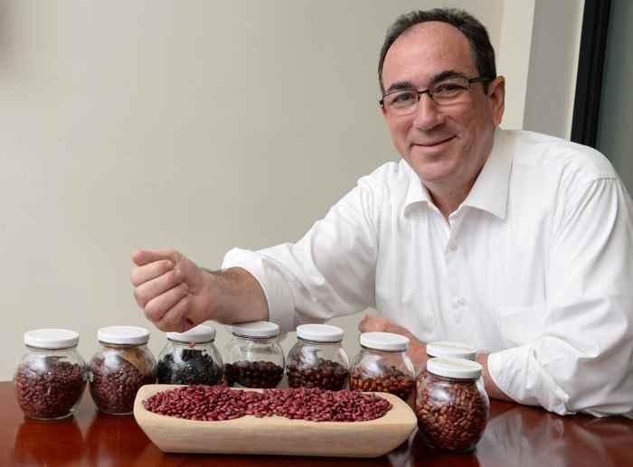 Enrique Zamora, de Agro La FISE, Posa en su oficina.Foto Uriel Molina/LA PRENSA