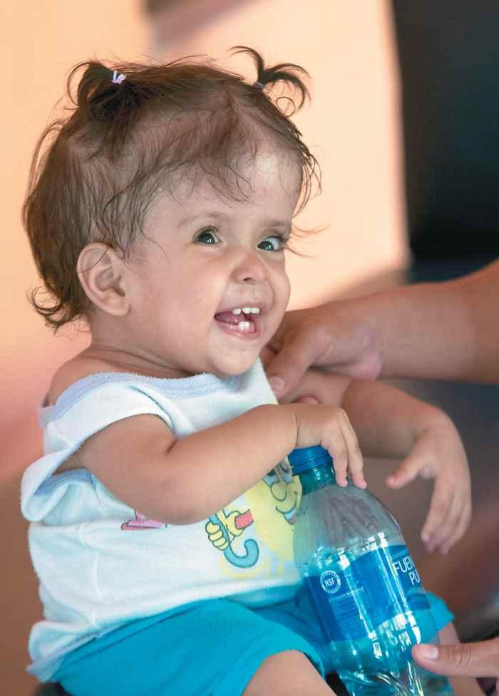 clínica ubicada en el Cortijo. Milagros Saraí, de 14 meses, padece de hidrocefalia y la equinoterapia. Magazine. La magia de los caballos. niños con discapacidad visitan el Cortijo El Rosario, en Chinandega