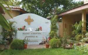 El mausoleo de Madre Albertina está en el Colegio Cristo Rey, en Managua