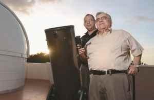 Jaime Incer Barquero y Julio Vanini, miembros de ANASA asociación de astrología. Uriel Molina /LA PRENSA