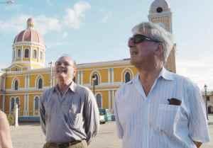 Mario Vargas Llosa, escritor peruano, durante su paseo por la ciudad de Granada y las isletas, el 2 de enero, 2006. GERMAN MIRANDA/LA PRENSA