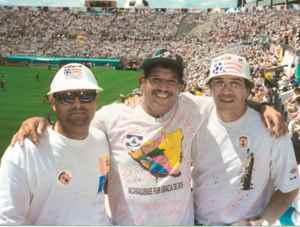 A la derecha, Salvador Dubois, como espectador del Mundial de Futbol Estados Unidos 1994.