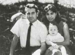 En 1959 se casó con Esperanza Mayorga, con quien procreó dos hijos. En 1963 se separaron.