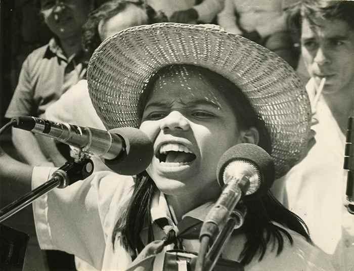 Una pequeña de la Asociación de Niños Sandinistas pronuncia un encendido discurso