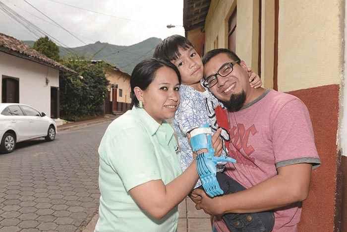 Ashton con sus padres, Karla Pérez y Oscar Jarquín, en Jinotega.