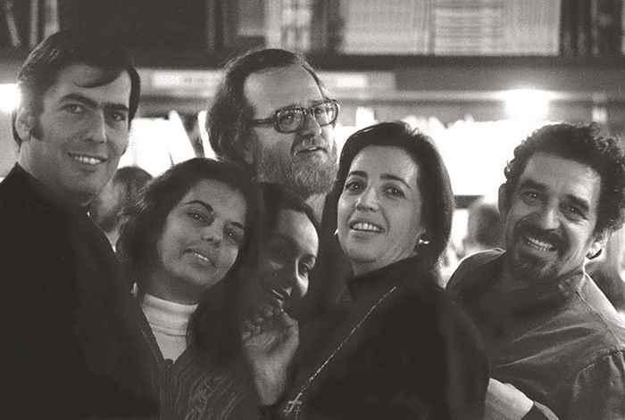 """Fueron parte y principales exponentes del """"Boom"""" latinoameriano, pero no solo la literatura los unía. Tanto ellos como sus esposas, Patricia Llosa y Mercedes Barcha, empezaron una amistad que se fortaleció por la cercanía durante su permanencia en Barcelona en 1967."""
