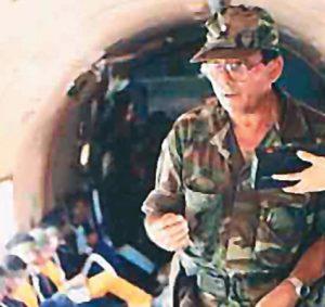 3-80 durante un vuelo en el que trasladaban prisioneros del Ejército para intercambiarlos por presos políticos.