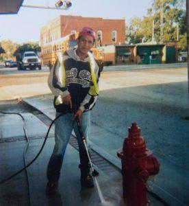 Dimas Figueroa logró quedarse en Estados Unidos en su segundo viaje en 2004. Estuvo cinco años trabajando en construcción y otros oficios. Recorrió varios estados y se asentó en Atlanta, Georgia.