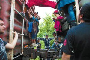 """En 2014 México implementó el Plan Frontera Sur, como un """"programa de acción para la protección de los inmigrantes"""", pero inmigrantes y organizaciones lo han denunciado como una cacería de indocumentados."""