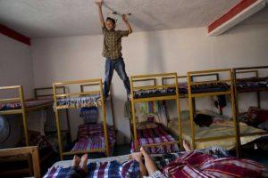 Los albergues para inmigrantes son oasis donde reciben comida, ropa y un lugar seguro donde dormir o reponer fuerzas. En su mayoría son iniciativas religiosas apoyadas por la comunidad, en estos lugares no hay redadas de Migración.