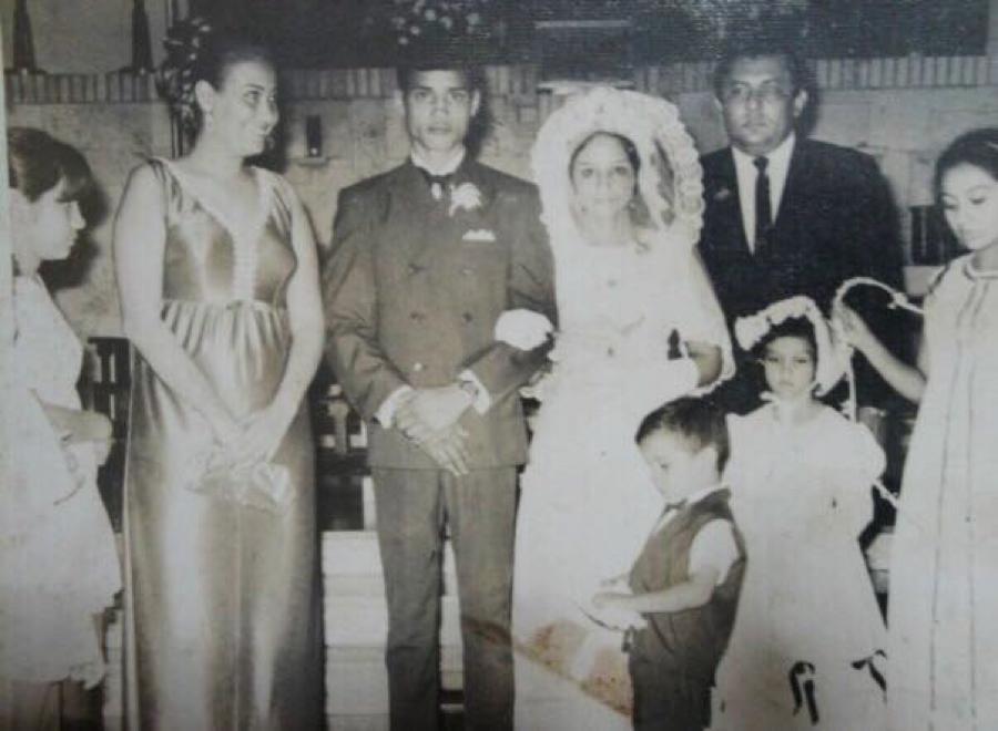 Su primer matrimonio fue con Silvia Urbina, el 14 de agosto de 1971. El noviazgo solo duró tres meses. Alexis tenía 19 años. Tres años después se coronó campeón del mundo.