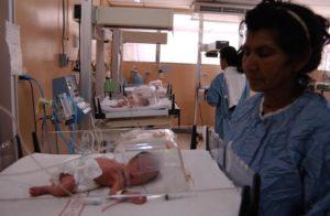 Son sietemesinos y por el bajo peso de dos de ellos tuvieron que pasar 35 días internados en el hospital después de nacer. Su abuela Gregoria Obregón estuvo con ellos desde entonces.