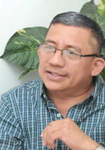 """""""Nací en la aviación y pienso terminar en la aviación"""", asegura Onofre Guevara, de 54 años y retirado en el 2010."""