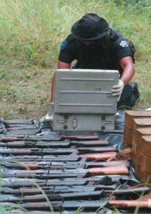 Circulan todo tipo de armas. Las calibre 38, 45 o la 9 milímetros. Rifles, que roban a los guardias, makarov y hasta uzi.