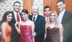 Con los nietos: María Alejandra Amador Artiles, Carlos Fernando Navarro Amador, Olga María Amador Artiles, Alejandro Navarro Amador, María Gabriela Amador Artilesy Amílcar Navarro Amador.