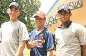 Kevin Gadea, Ronald Medrano y Héctor Hidalgo son los tres prospectos firmados