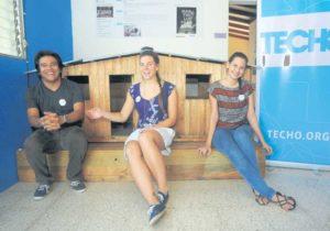 Orlando Rizo, Anne Siebert y Laura Lacayo. Siebert recién llegó de Chile para apoyar en el desarrollo de la Habilitación Social.
