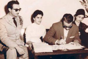 En uno de sus matrimonios en República Dominicana. De militar y sirviendo de testigo, Ramfis Trujillo, hijo del dictador.
