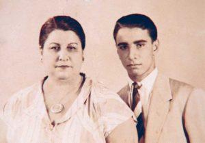 Pedro José Trujillo junto a su madre, Elena Cáliz Nicolás, de origen árabe.