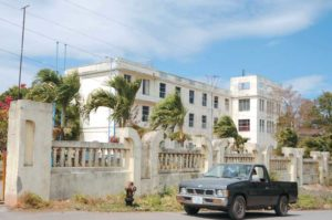 En el antiguo Colegio Centro América (abajo) ahora funciona el Instituto Tecnológico Nacional (arriba). En Colegio Centro América se trasladó a Managua en 1967.