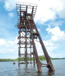 En San Juan del Norte una draga hecha chatarra es una de las pruebas de los varios intentos que ha habido por construir un canal interoceánico por Nicaragua.