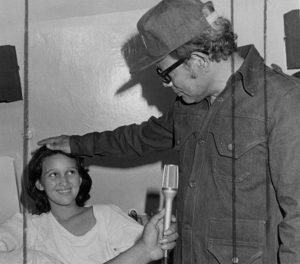 El comandante Tomás Borge le dio seguimiento a su historia y gestionó los recursos para su recuperación y preparación académica. Foto cortesía del IHNCA.