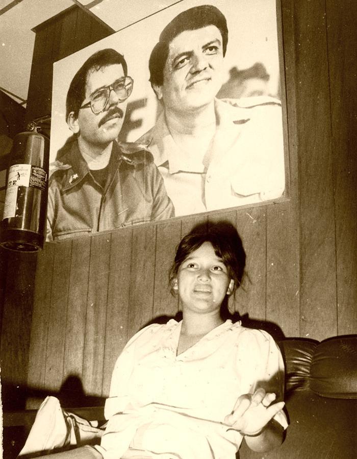 Daniel Ortega, en calidad de comandante de la revolución, visitó a Brenda Rocha durante su estadía en el hospital. Foto Cortesía del IHNCA.