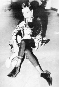 Julio, 1991. Rosario Murillo posa junto a su pequeña Camila, quien ahora tiene 22 años.