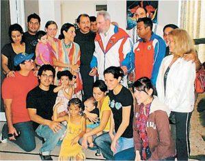 D urante una gira oficial, Daniel Ortega posó con a su esposa, hijos yernos, nueras y nietos junto a Fidel Castro en La Habana.