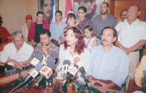 1998. La familia Ortega Murillo en conferencia de prensa respaldando a Daniel Ortega por las acusaciones de abuso recibidas por parte de Zoilamérica Narváez, hija de Rosario Murillo.