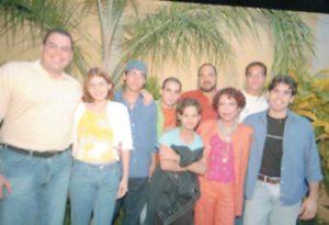 R osario Murillo acompañada de sus retoños. De izquierda a derecha: Carlos Enrique (Tino), Camila, Juan Carlos, Daniel Edmundo, Rafael y Maurice. Al lado de la Primera Dama, Luciana y Laureano.