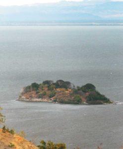 La Isla del Amor mide unas 3.5 manzanas. Y se ubica a dos kilómetros de donde estuvo la Pennwalt