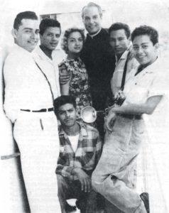 Norma Nazareno y Roberto Cadeño (al centro) actores mexicanos de la cinta La llamada de la muerte