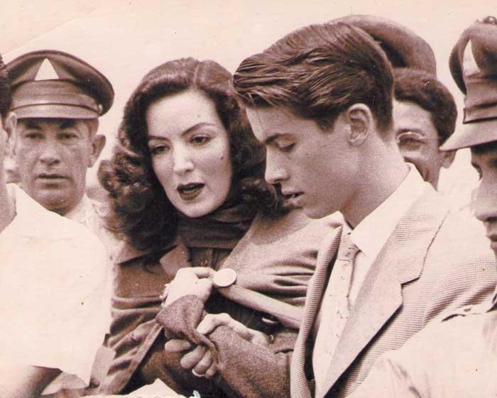 Maria Felix con su hijo Enrique Álvarez Félix