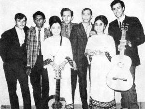 Los integrantes de Los Ramblers: Jose Ibarra, Róger Tercero, Freddy Díaz, Agustín Zeledón, Arturo Ibarra, aparecen junto a las hermanas Nelly y Miriam Núñez.